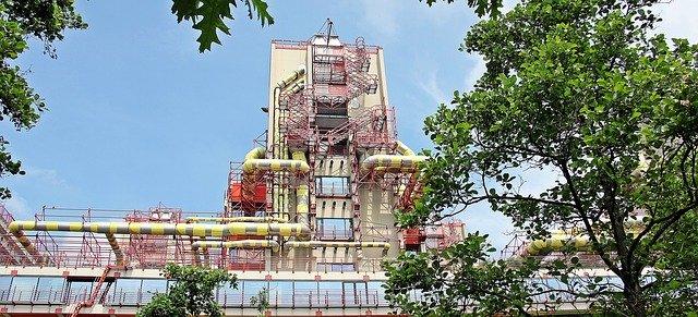 Facade usine avec ses tuyaux de ventilation