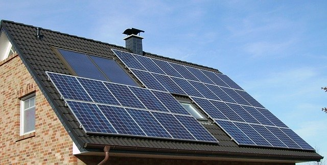 Panneaux solaires sur toit