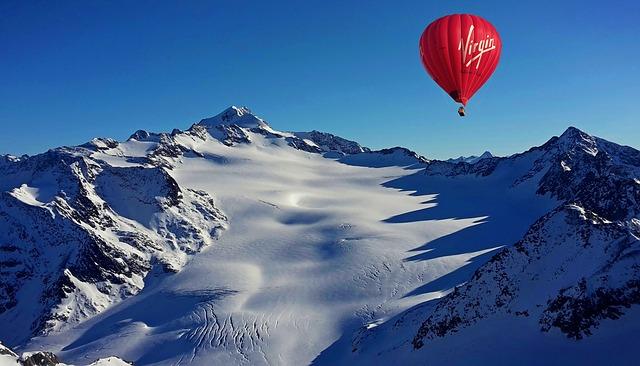 Montgolfière en montagne